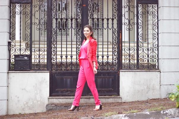 vanduarte-look-trabalho-macacão-rosa-olook-8